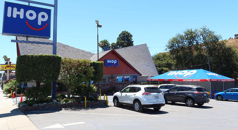 corporate-branded-outdoor-dining-canopy-ihop-front